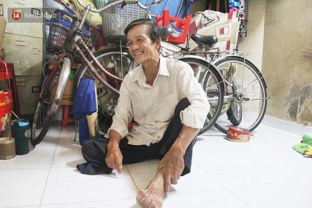 Chuyện từ những tấm vé số cuối cùng trước giờ cách ly toàn xã hội ở Sài Gòn: Mai dừng rồi, ngoại ở nhà không đi bán nữa mà gạo cũng hết rồi - Ảnh 9.