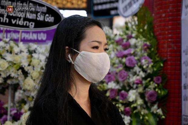 Trịnh Kim Chi, Ốc Thanh Vân nghẹn ngào bật khóc, gia đình thất thần đưa tiễn Mai Phương về nơi an nghỉ cuối cùng - Ảnh 8.