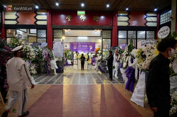 Trịnh Kim Chi, Ốc Thanh Vân nghẹn ngào bật khóc, gia đình thất thần đưa tiễn Mai Phương về nơi an nghỉ cuối cùng - Ảnh 3.