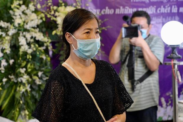 Trịnh Kim Chi, Ốc Thanh Vân nghẹn ngào bật khóc, gia đình thất thần đưa tiễn Mai Phương về nơi an nghỉ cuối cùng - Ảnh 4.