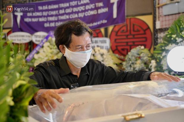 Trịnh Kim Chi, Ốc Thanh Vân nghẹn ngào bật khóc, gia đình thất thần đưa tiễn Mai Phương về nơi an nghỉ cuối cùng - Ảnh 5.
