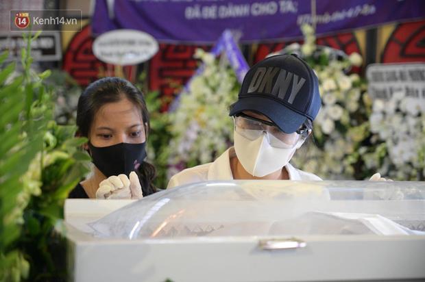 Trịnh Kim Chi, Ốc Thanh Vân nghẹn ngào bật khóc, gia đình thất thần đưa tiễn Mai Phương về nơi an nghỉ cuối cùng - Ảnh 7.