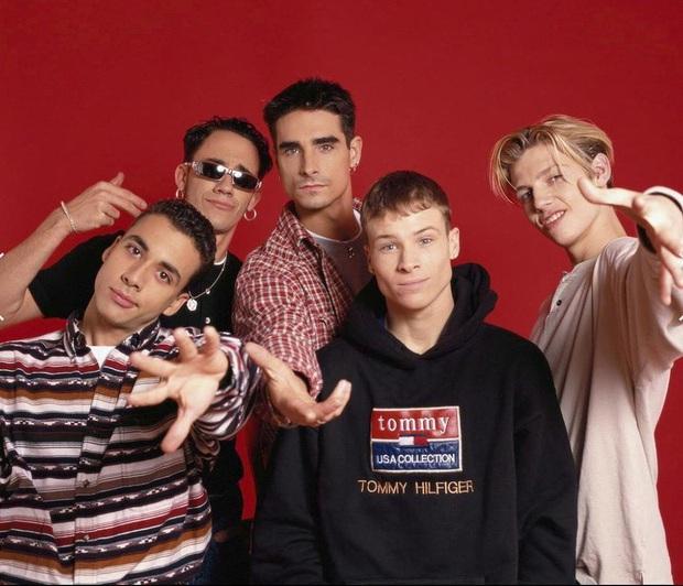Dân mạng đang share rầm trời bản hit tuổi thơ I Want It That Way phiên bản mỗi người một nơi, Backstreet Boys hoà giọng biểu diễn tại nhà siêu xịn! - Ảnh 1.