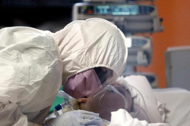 Nỗi niềm y bác sĩ Mỹ ở tuyến đầu chống dịch Covid-19: Nhìn thấy bệnh nhân nghẹt thở trong vài phút, dù bận rộn vẫn cố siết chặt tay tiễn họ ra đi - Ảnh 4.