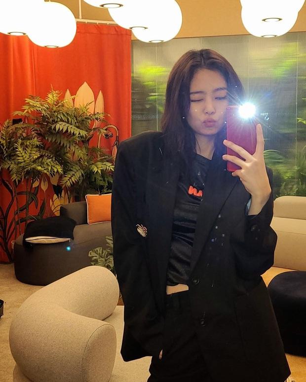 Muôn kiểu mỹ nhân Hàn sống ảo sang bổ rẻ tại gia: Tận dụng mọi ngóc ngách, đồ vật, bí kíp sử dụng ánh sáng cực đỉnh - Ảnh 21.