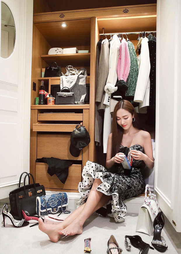 Muôn kiểu mỹ nhân Hàn sống ảo sang bổ rẻ tại gia: Tận dụng mọi ngóc ngách, đồ vật, bí kíp sử dụng ánh sáng cực đỉnh - Ảnh 7.