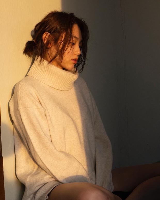 Muôn kiểu mỹ nhân Hàn sống ảo sang bổ rẻ tại gia: Tận dụng mọi ngóc ngách, đồ vật, bí kíp sử dụng ánh sáng cực đỉnh - Ảnh 18.
