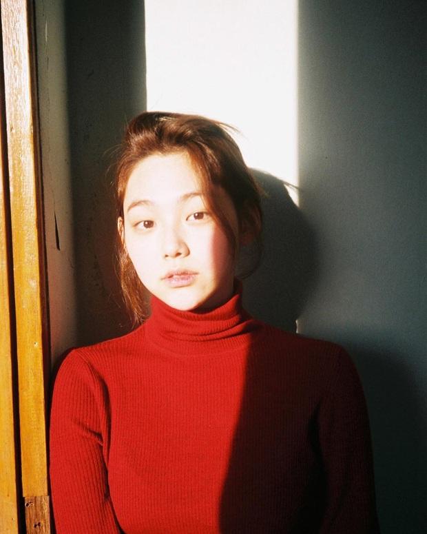 Muôn kiểu mỹ nhân Hàn sống ảo sang bổ rẻ tại gia: Tận dụng mọi ngóc ngách, đồ vật, bí kíp sử dụng ánh sáng cực đỉnh - Ảnh 19.