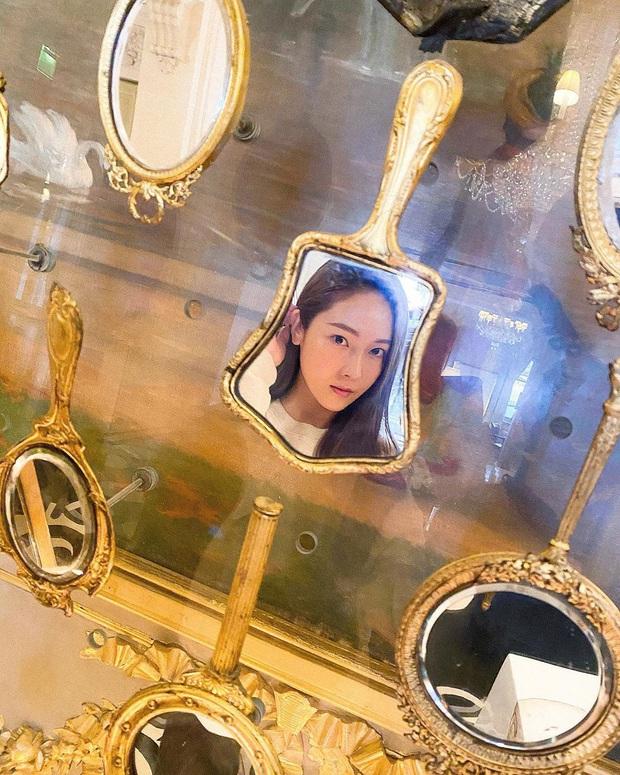 Muôn kiểu mỹ nhân Hàn sống ảo sang bổ rẻ tại gia: Tận dụng mọi ngóc ngách, đồ vật, bí kíp sử dụng ánh sáng cực đỉnh - Ảnh 27.