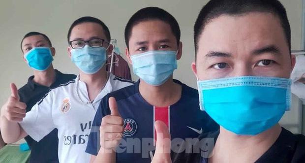 Phút thư giãn hiếm hoi của y, bác sĩ nơi tuyến đầu chống dịch COVID-19 - Ảnh 7.