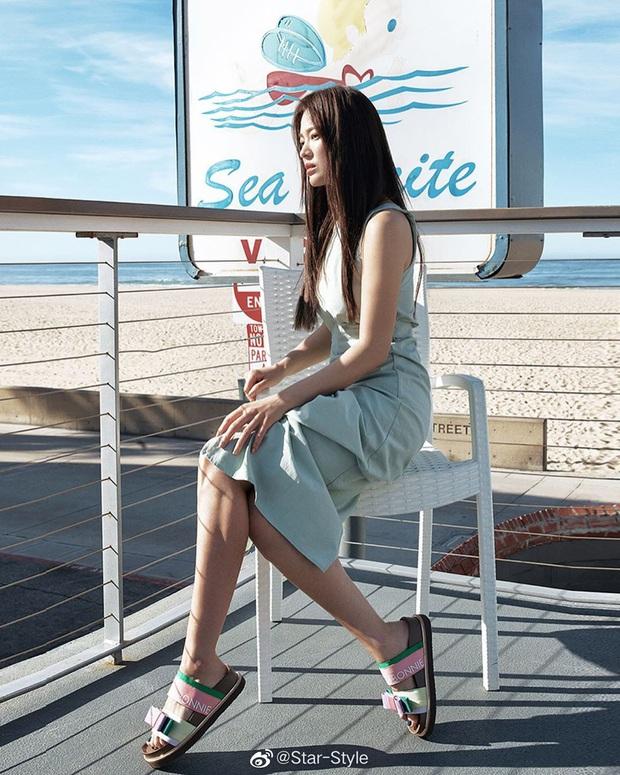 Quý cô độc thân hot nhất Kbiz gọi tên Song Hye Kyo: Diện váy ngắn khoe body nuột nà đến gái đôi mươi cũng phải ghen tị - Ảnh 7.