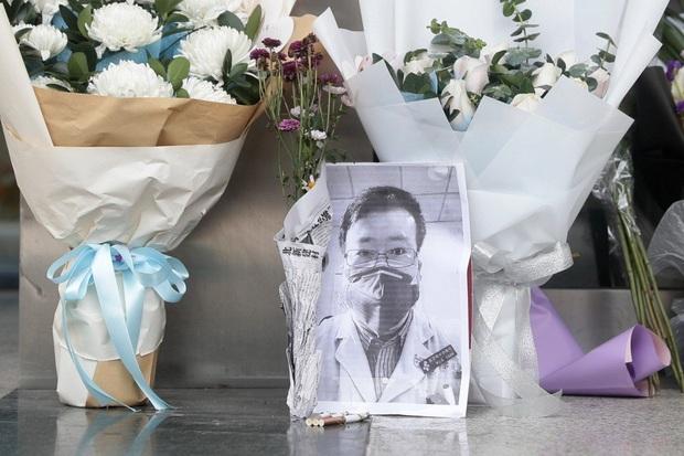 Bác sĩ phó khoa mắt bệnh viện Trung tâm Vũ Hán qua đời vì nhiễm virus corona - Ảnh 2.