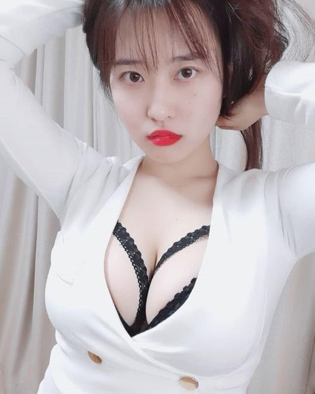 Ngẫu hứng quẩy theo nhạc, nữ streamer Hàn khiến người xem khó thở vì vòng một quá hư - Ảnh 6.