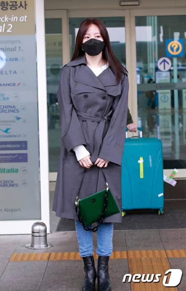 Tư tưởng lớn diện boots đen giống nhau, các sao Hàn ra sân bay để lại 9 chiêu mix đồ chanh sả cho các nàng bắt chước - Ảnh 8.
