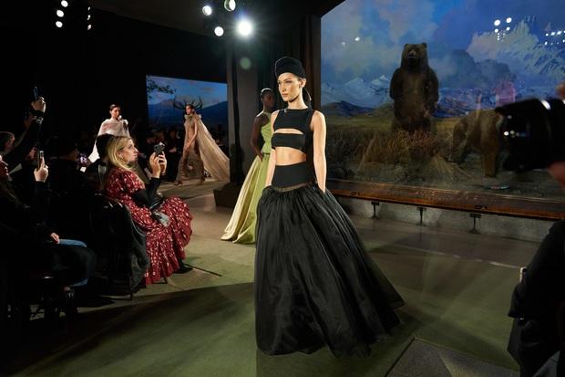 7 BST xứng danh BEST của New York Fashion Week: Lọt thỏm một cái tên mới toanh từng khiến Lady Gaga bật khóc - Ảnh 10.