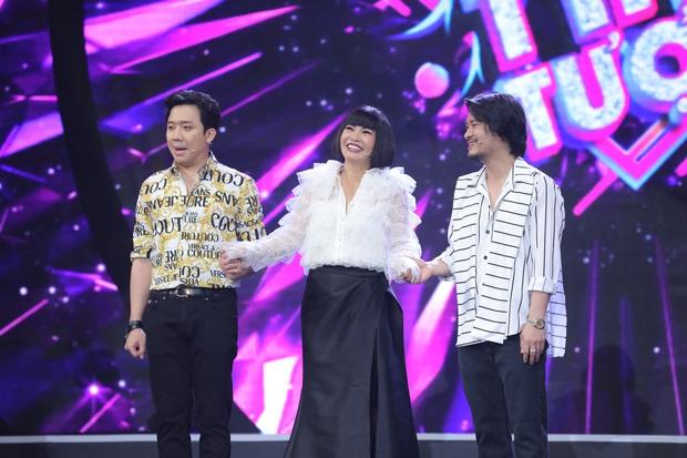 Trấn Thành bật khỏi ghế tán thưởng bản sao danh ca Giao Linh - Ảnh 1.