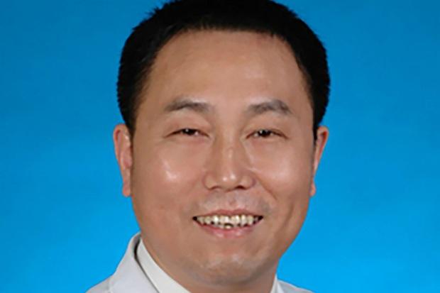 Bác sĩ phó khoa mắt bệnh viện Trung tâm Vũ Hán qua đời vì nhiễm virus corona - Ảnh 1.