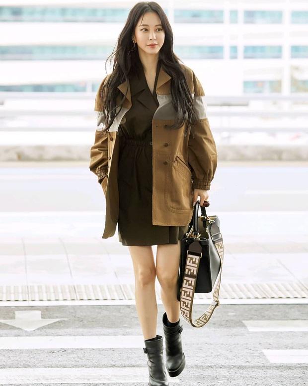 Tư tưởng lớn diện boots đen giống nhau, các sao Hàn ra sân bay để lại 9 chiêu mix đồ chanh sả cho các nàng bắt chước - Ảnh 7.