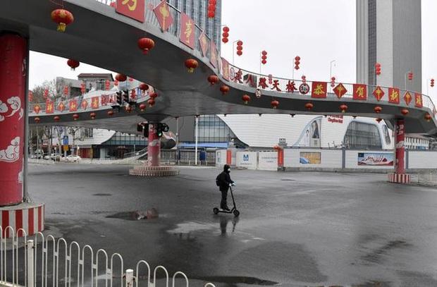 Số ca nhiễm mới Covid-19 ở Trung Quốc giảm 3 ngày liên tiếp: Hồ Bắc quyết tâm ngăn dịch tái bùng phát; Bắc Kinh, Thượng Hải có động thái mới - Ảnh 1.