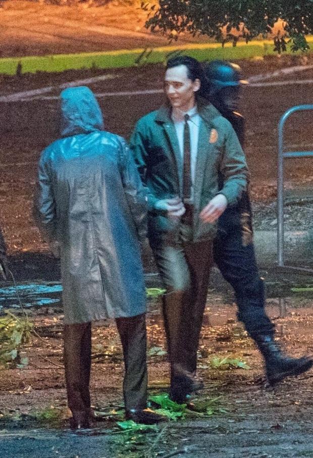 """Hậu trường Loki lộ ảnh """"em gái"""" tóc vàng hoe, phiên bản """"chuyển giới"""" của Tom Hiddleston hay một thánh lừa siêu đẳng? - Ảnh 1."""