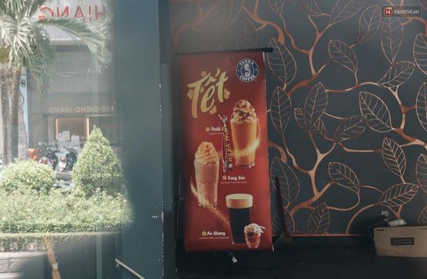 Giá thuê hàng nghìn USD/tháng nhưng nhiều cửa hàng trên đường Phan Xích Long phải ngưng hoạt động vì dịch Covid-19 - Ảnh 12.
