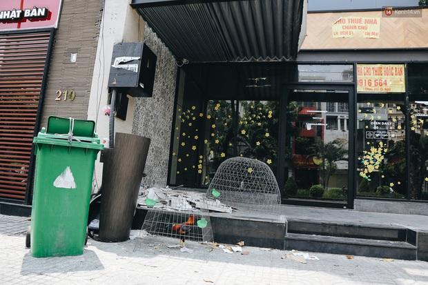 Giá thuê hàng nghìn USD/tháng nhưng nhiều cửa hàng trên đường Phan Xích Long phải ngưng hoạt động vì dịch Covid-19 - Ảnh 13.
