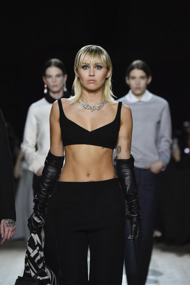 7 BST xứng danh BEST của New York Fashion Week: Lọt thỏm một cái tên mới toanh từng khiến Lady Gaga bật khóc - Ảnh 3.