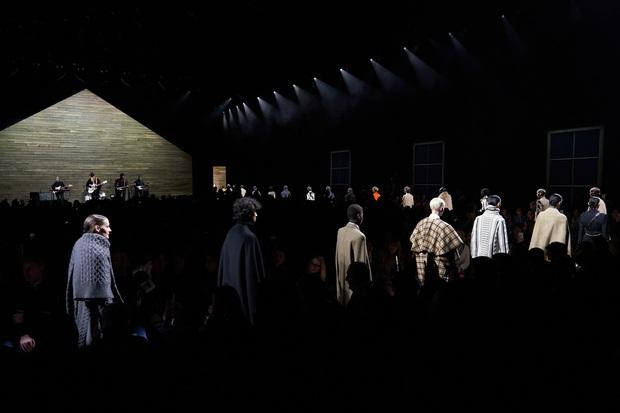 7 BST xứng danh BEST của New York Fashion Week: Lọt thỏm một cái tên mới toanh từng khiến Lady Gaga bật khóc - Ảnh 6.
