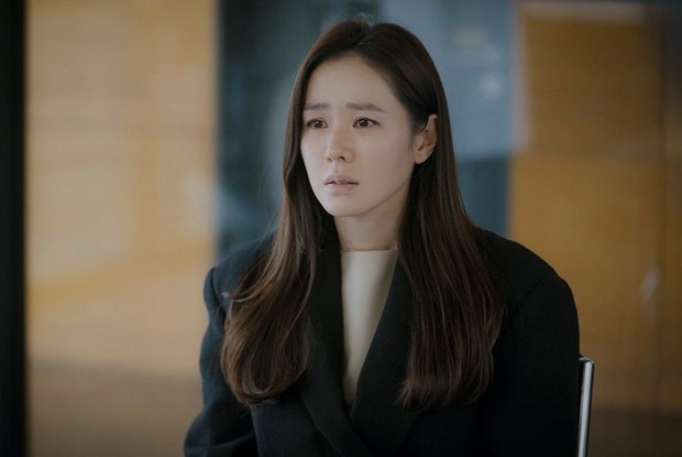 Crash Landing On You hết đã lâu nhưng khán giả vẫn hờn Son Ye Jin vì không cứu mạng trai đẹp lừa đảo, ủa? - Ảnh 2.
