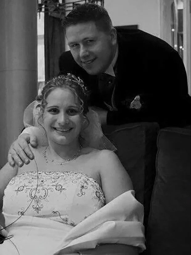 Ông bố trẻ giảm 50kg chỉ sau 5 tháng vì thương con và muốn đủ sức khỏe để chăm sóc đứa con bị bại não - Ảnh 2.