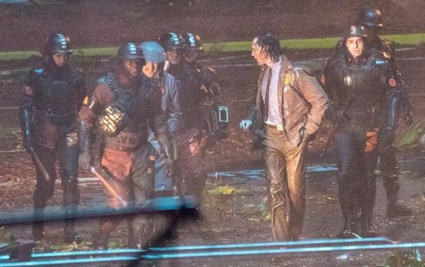 """Hậu trường Loki lộ ảnh """"em gái"""" tóc vàng hoe, phiên bản """"chuyển giới"""" của Tom Hiddleston hay một thánh lừa siêu đẳng? - Ảnh 2."""