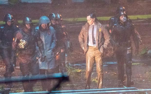 """Hậu trường Loki lộ ảnh """"em gái"""" tóc vàng hoe, phiên bản """"chuyển giới"""" của Tom Hiddleston hay một thánh lừa siêu đẳng? - Ảnh 3."""
