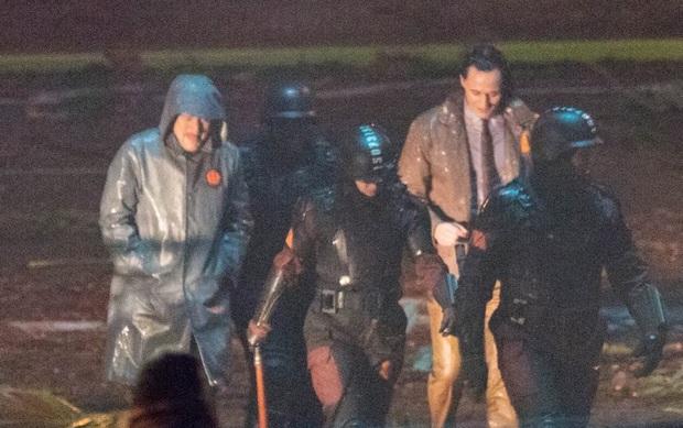 """Hậu trường Loki lộ ảnh """"em gái"""" tóc vàng hoe, phiên bản """"chuyển giới"""" của Tom Hiddleston hay một thánh lừa siêu đẳng? - Ảnh 4."""