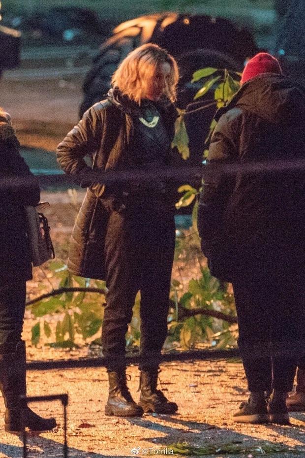 """Hậu trường Loki lộ ảnh """"em gái"""" tóc vàng hoe, phiên bản """"chuyển giới"""" của Tom Hiddleston hay một thánh lừa siêu đẳng? - Ảnh 5."""