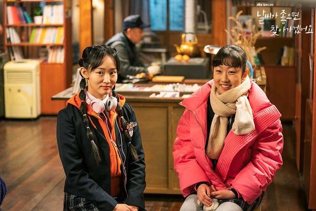 Review Trời Đẹp Em Sẽ Đến: Bộ phim lãng mạn thanh lọc tâm hồn của Park Min Young, mê drama gay gắt thì né ngay còn kịp - Ảnh 4.