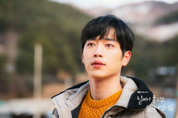 Review Trời Đẹp Em Sẽ Đến: Bộ phim lãng mạn thanh lọc tâm hồn của Park Min Young, mê drama gay gắt thì né ngay còn kịp - Ảnh 9.