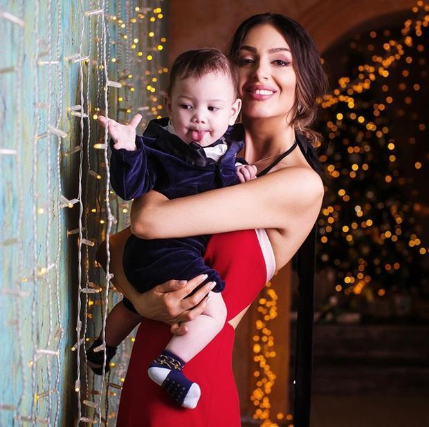 Con trai của người đẹp Nga bị cựu vương Malaysia phủ nhận chung huyết thống gây bất ngờ với hình ảnh hiện tại - Ảnh 3.