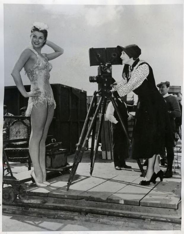 Cuộc đời không theo khuôn phép của người phụ nữ hoàn hảo, tiên phong mặc đồ bơi bó sát và diễn cảnh nóng trên màn bạc thế giới - Ảnh 5.
