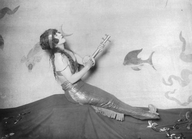Cuộc đời không theo khuôn phép của người phụ nữ hoàn hảo, tiên phong mặc đồ bơi bó sát và diễn cảnh nóng trên màn bạc thế giới - Ảnh 6.