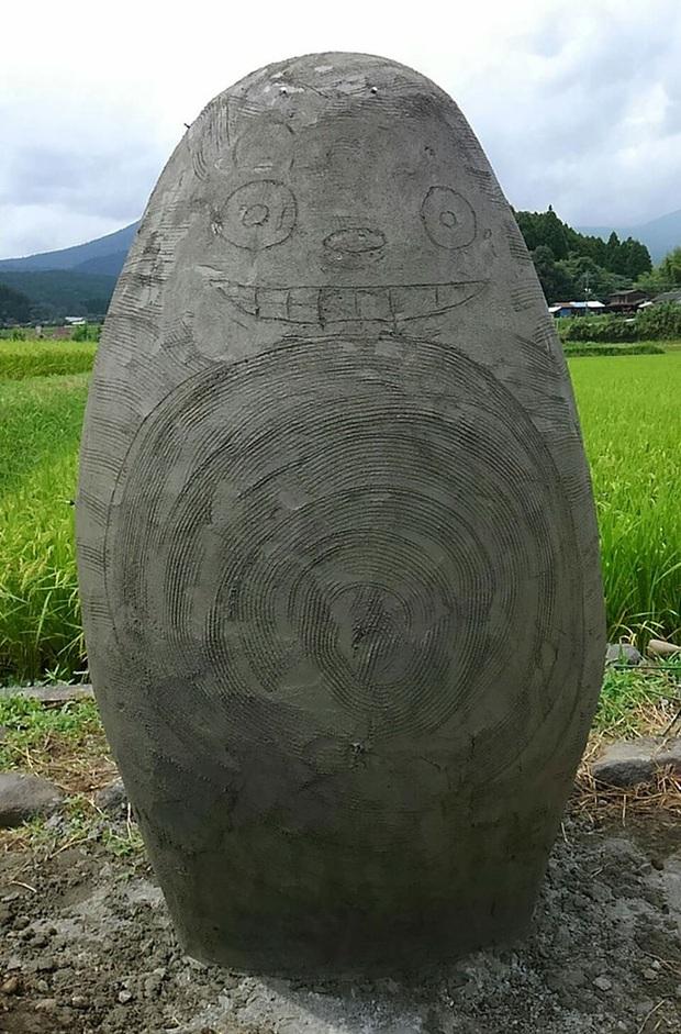 Mê phim hoạt hình Totoro, đôi vợ chồng già cặm cụi làm trạm xe bus độc nhất vô nhị, khách thi nhau tìm đến chụp ảnh - Ảnh 6.