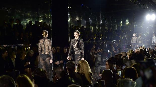 7 BST xứng danh BEST của New York Fashion Week: Lọt thỏm một cái tên mới toanh từng khiến Lady Gaga bật khóc - Ảnh 4.