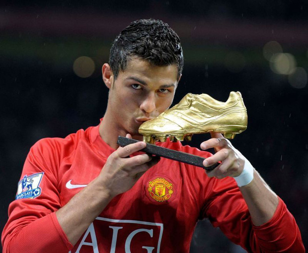 Dù đã rời MU 11 năm, Ronaldo vẫn nắm giữ 3 kỷ lục của đội bóng này - Ảnh 2.
