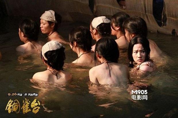 6 cảnh tắm cực hot của loạt mỹ nhân Hoa Ngữ: Địch Lệ Nhiệt Ba ngại ngùng tắm cùng đế quân, Triệu Vy cân mọi thể loại - Ảnh 9.