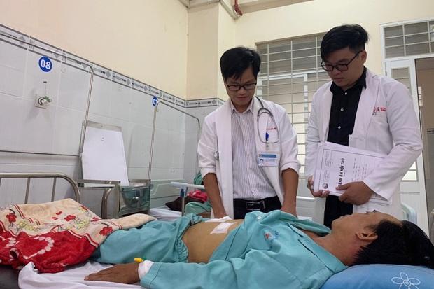 Nuốt tăm khi nhậu, người đàn ông phải nhập viện cấp cứu - Ảnh 1.