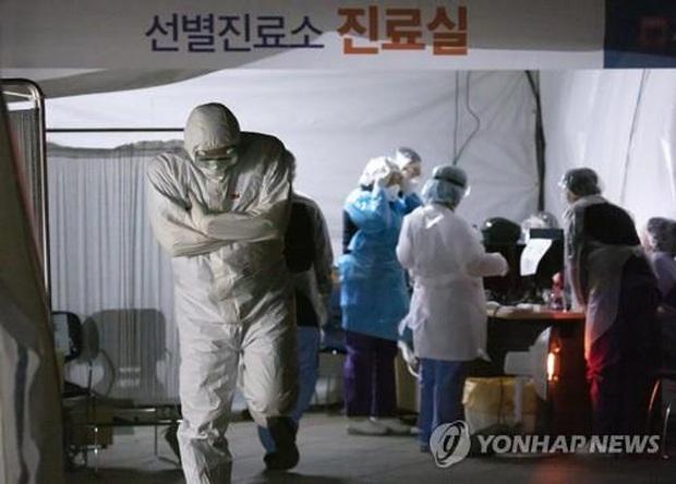 Hàn Quốc: Tổng cộng 41 người đã thiệt mạng vì virus corona, cao hơn dịch MERS năm 2015 - Ảnh 2.