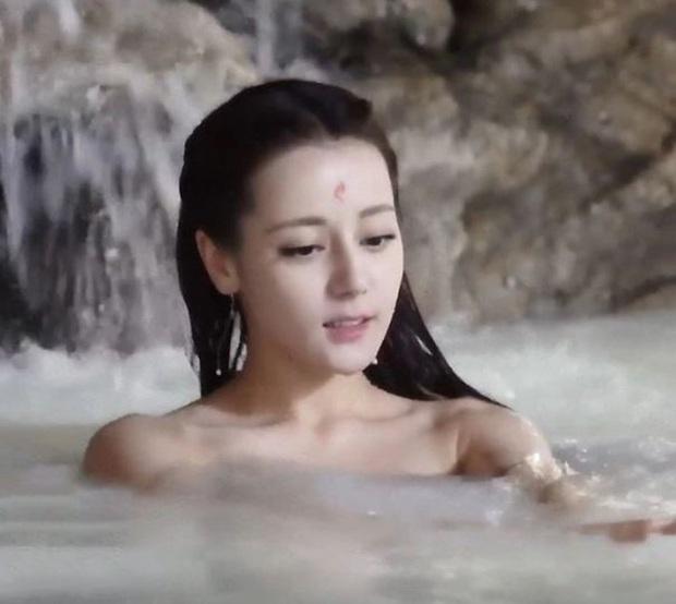 6 cảnh tắm cực hot của loạt mỹ nhân Hoa Ngữ: Địch Lệ Nhiệt Ba ngại ngùng tắm cùng đế quân, Triệu Vy cân mọi thể loại - Ảnh 1.