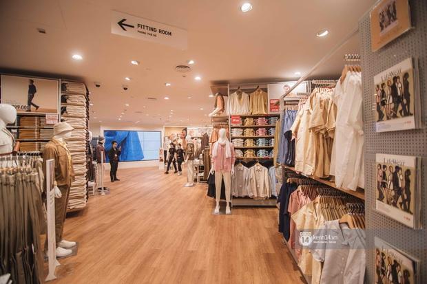 UNIQLO khai trương tại Hà Nội: Cực nhiều món đẹp xịn giá chỉ 249k - 499k, store rộng đi mỏi chân chưa xem hết đồ - Ảnh 22.