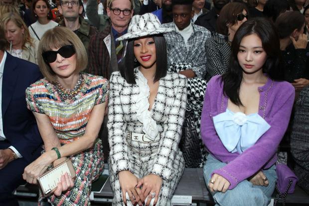 Jennie e dè khi ngồi cạnh TBT Vogue Anna Wintour tại show Chanel: Ngượng ngùng đến tay chân dư thừa, chuẩn fan girl khi gặp thần tượng - Ảnh 5.