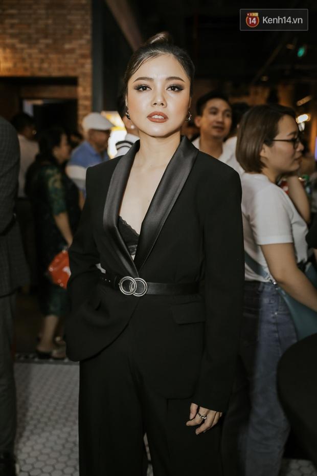 Hotgirl thả thính giật spotlight giữa tông dresscode trắng đen của dàn sao phim cung đấu Phượng Khấu - Ảnh 9.