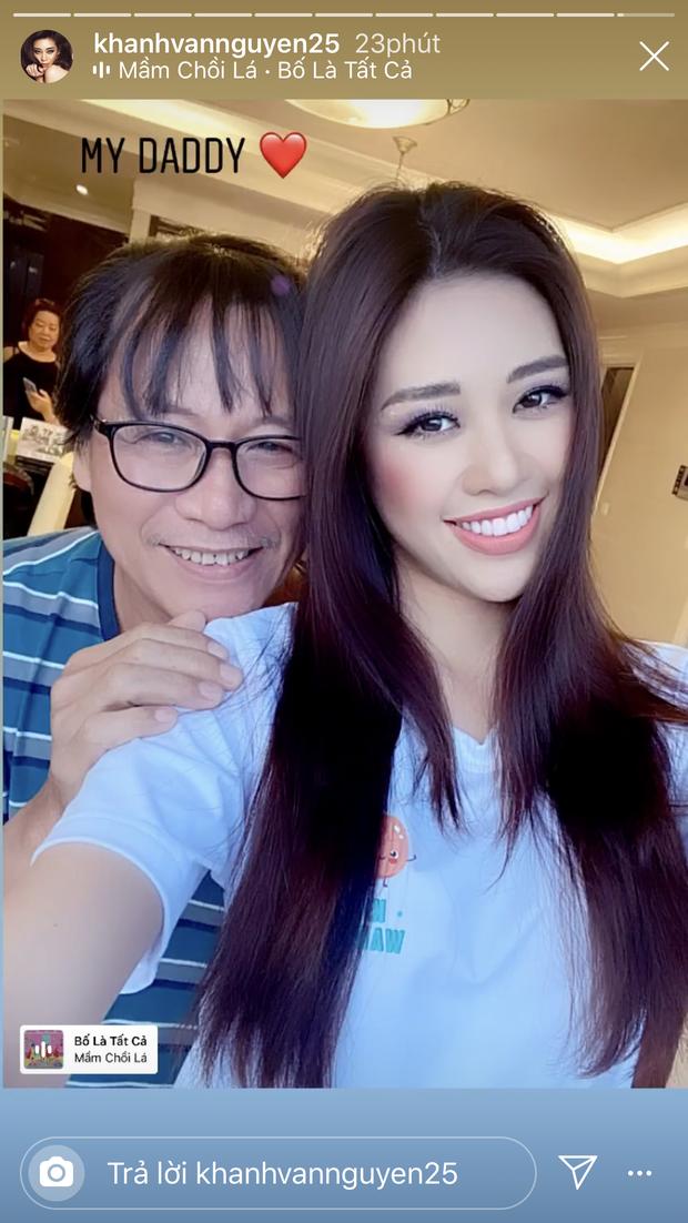 Phụ huynh điểm 10 của Hoa hậu Khánh Vân quẩy tưng bừng trên nền nhạc Ghen Cô Vy, chịu chơi và cool ngầu quá rồi! - Ảnh 3.